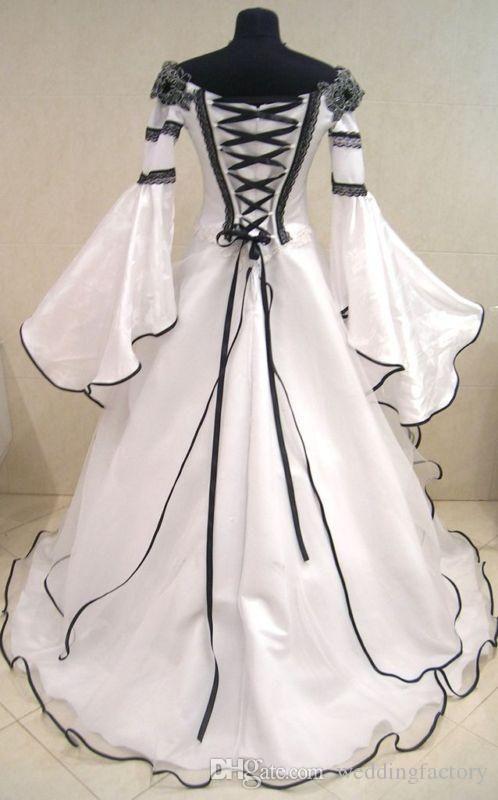 빈티지 흑인과 백인 고딕 양식의 웨딩 드레스는 어깨에서 벗어나 켈트 신부 가운을 위로 코르셋 수 제 꽃을 쓸어 간다