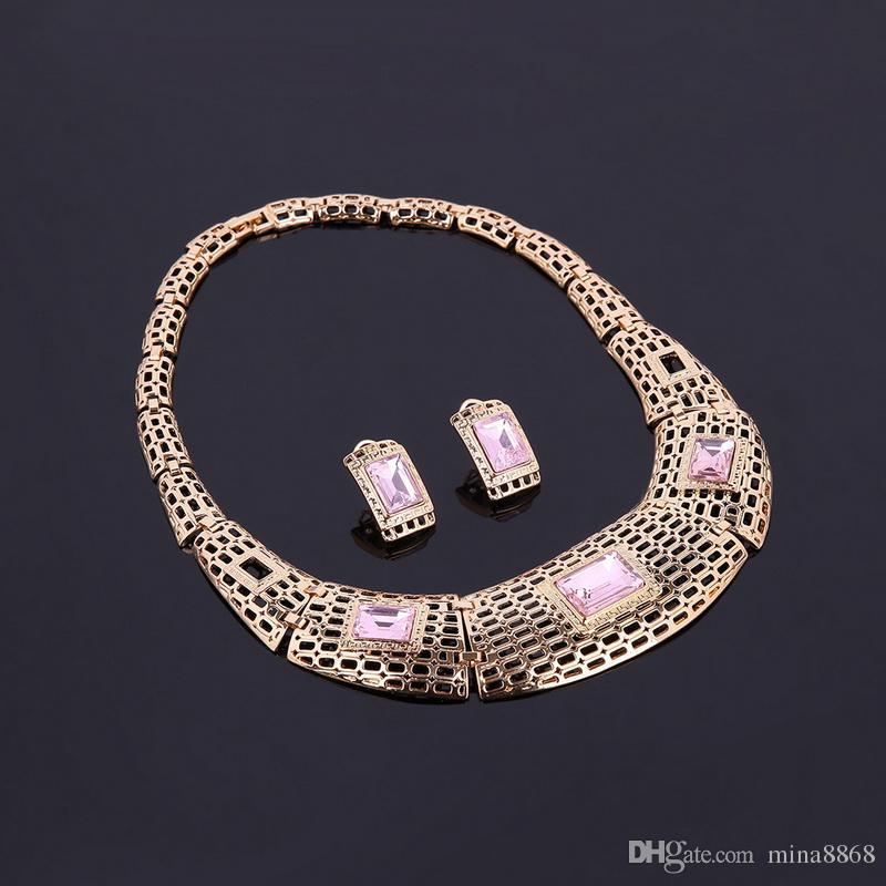 Mujeres 18K chapado en oro Rhinestone de la aleación conjunto de joyas africanas Hallow Chain Gargantilla collar Stud Pendientes brazalete anillo de la pulsera de Dubai conjunto de joyas
