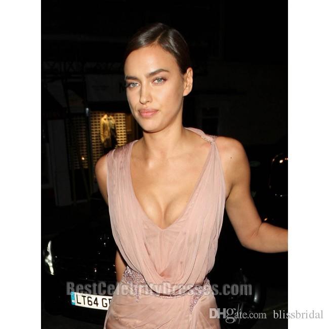 2017 Abiti da celebrità Irina Shayk Abiti da sera sexy tappeto rosso A-Line Chiffon scollo a V lungo abiti da sera di promenade Spacco laterale