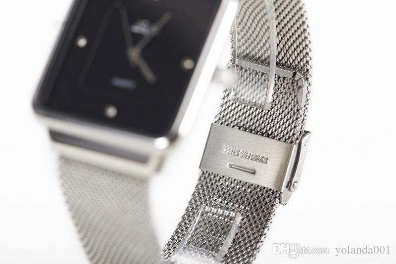 Men 's alliage noir montre carrée mode moderne simple cadran large bande fine bande d'or