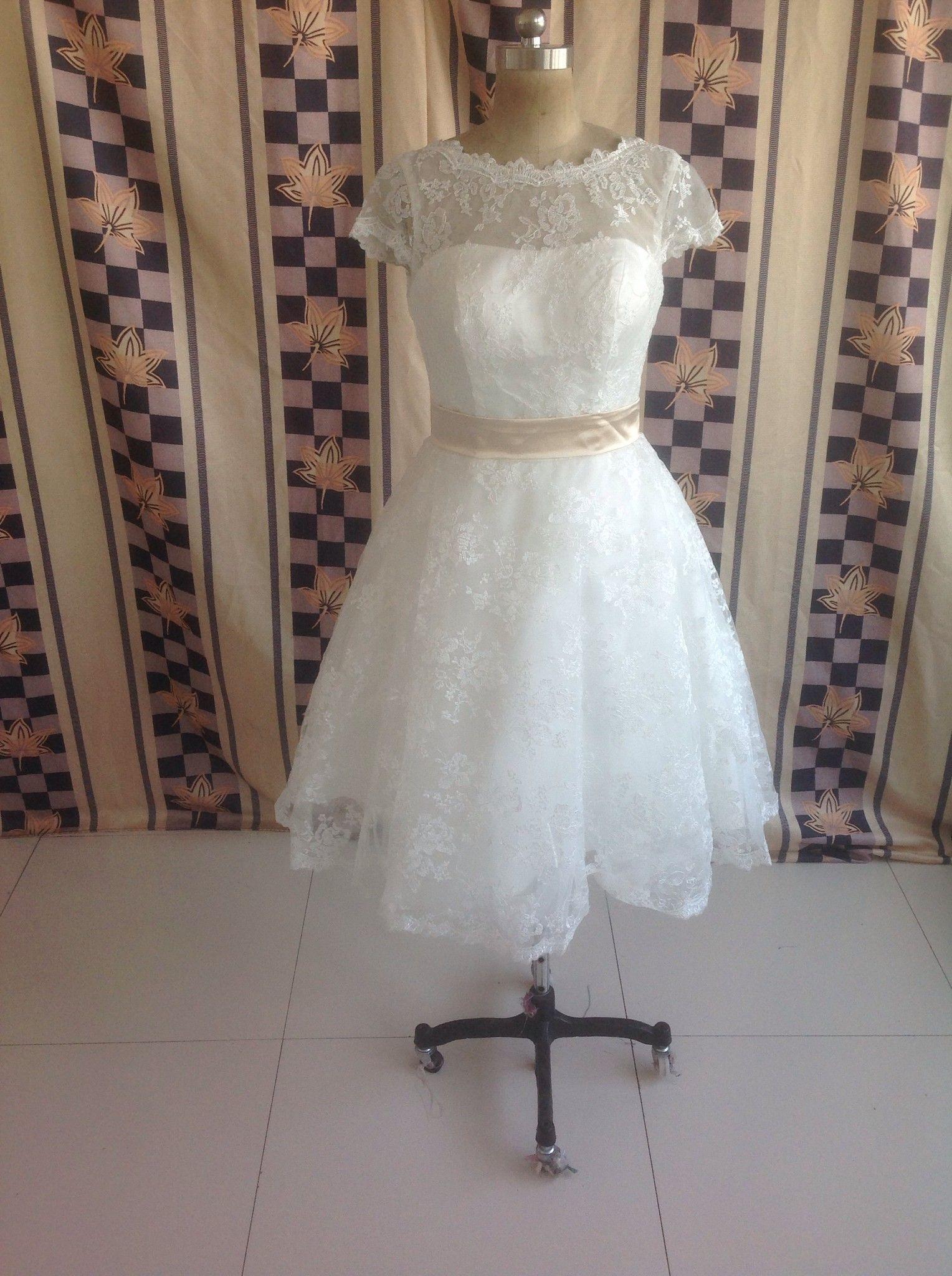 ¡¡Gran venta!! Vestidos de novia de encaje de manga corta con cuello de joya de alta calidad Faja de cinta Longitud de té Vestidos de novia cortos de una línea por encargo