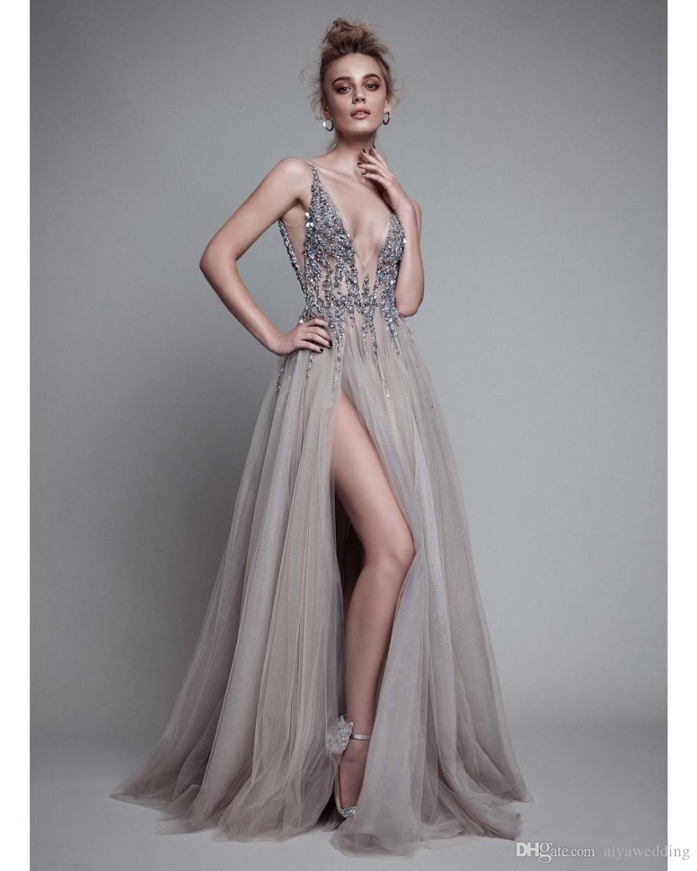 Lado sexy Split Vestidos de baile 2019 Cuello en V sin espalda Granos Vestidos de fiesta de cristal Sin mangas Barrido tren Vestido de fiesta de tul barato