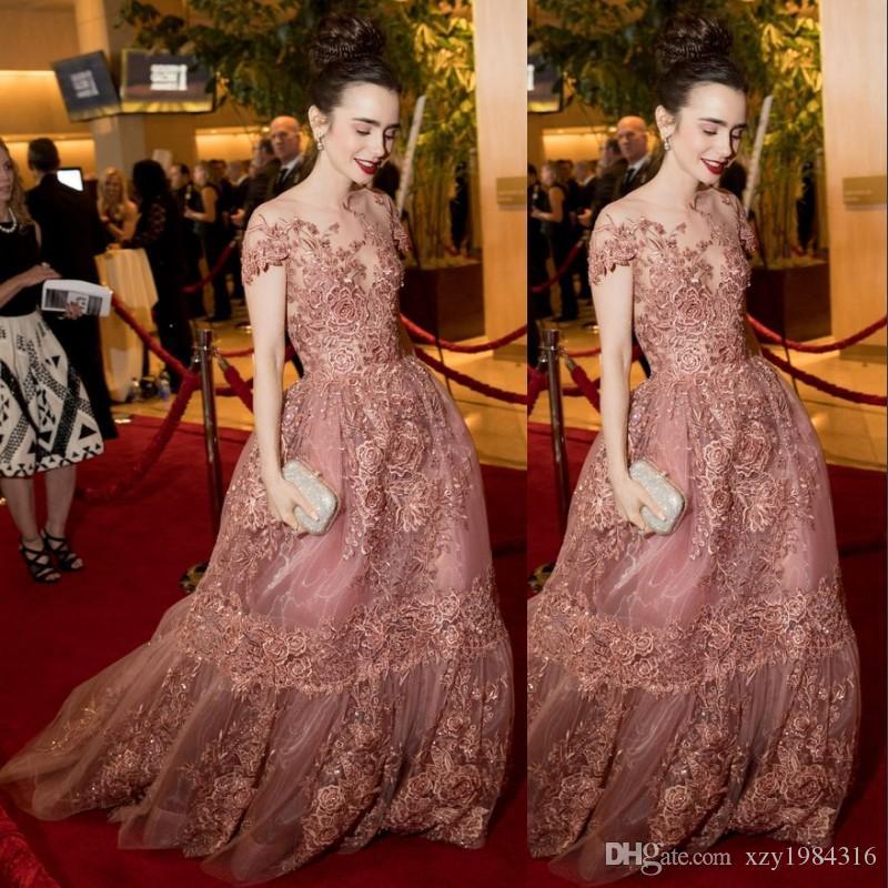 6a4ceedff Lily Collins celebridade tapete vermelho vestidos Sheer decote fada  apliques de manga curta bonito vestidos de noite 2017 lindo organza vestido  de baile