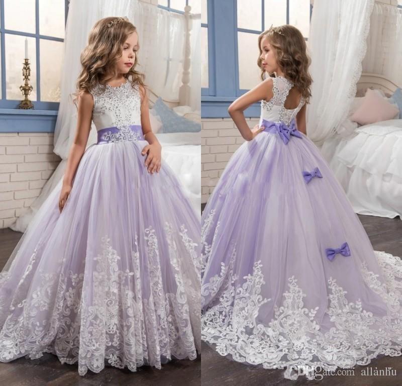 2017 belle ragazze fiore viola e bianco abiti in rilievo pizzo appliqued archi abiti pageant bambini abiti da festa di nozze le ragazze