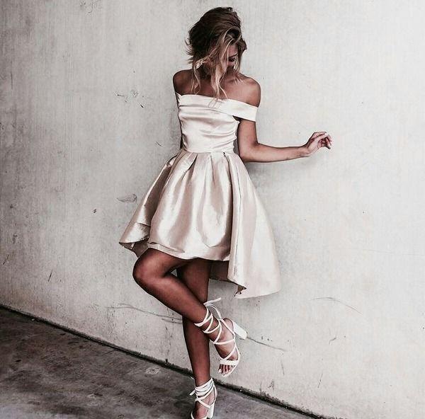 2017 Moda Bege Cetim Alta Baixa Vestidos de Cocktail Sexy fora do Ombro Curto Homecoming Vestidos de Formatura Ocasião Especial vestido