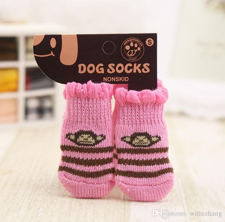 4 шт / комплект горячая продажа анти-скольжения вязать переплетения теплый обувь для собак крытый домашних собак мягкий хлопок носки противоскольжения нижние носки для собак