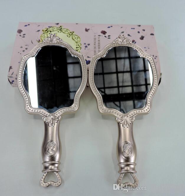 LADUREE Les Merveilleuses HAND MIRROR N cosmetics Espejo de maquillaje El soporte de plástico compacto de Vintage posee un espejo de bolsillo.