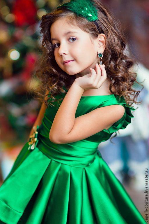 Green Satin High Low Flower Girls Abiti Ruffles Pieghe Ragazze Pageant Dress Gowns Abiti da prima comunione vestido de daminha