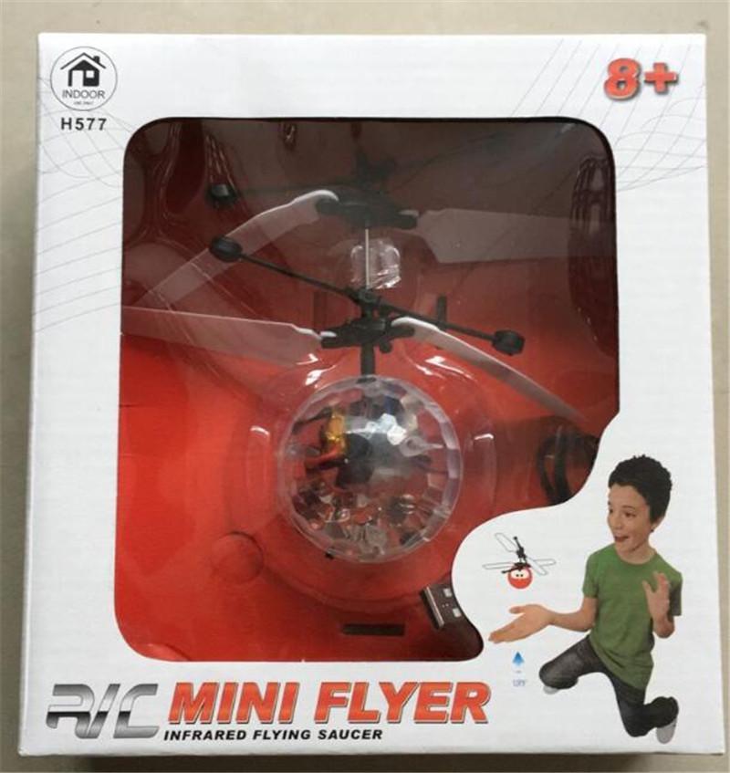 2017 nuovi bambini di modo che pilotano il giocattolo di induzione dell'elicottero degli aerei del lampeggiante principale palla di RC lampeggiante DHL FEDEX trasporto libero