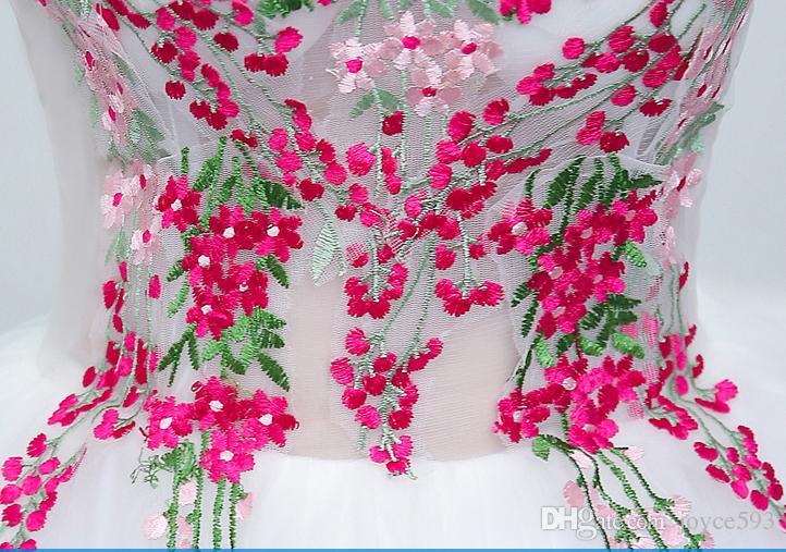 فساتين quinceanera 2017 جديد وصول الأبيض الخامس عنق طويل الأكمام تول التطريز الزهور الطابق طول تول الرائعة الطازجة الكرة ثوب لحفلة موسيقية