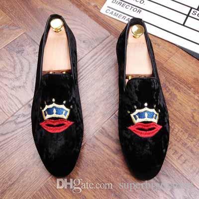 جديد 2017 رجل الأزياء المخملية متعطل أشار تو الانزلاق على شقة عارضة الأحذية القيادة حداء بدون كعب حذاء أحمر أزرق أسود حجم 37-44 aXX