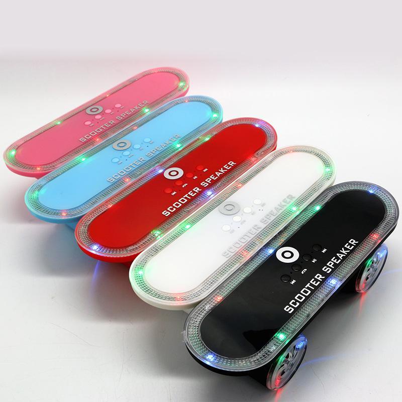 Neue heiße bunte blinkende Lichter Scooter Form neues Design Car Freisprecheinrichtung erhalten Anruf Bluetooth-Lautsprecher