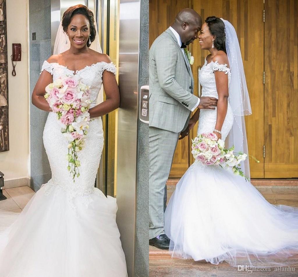 2017 Nuovi vestiti da cerimonia nuziale della sirena della nuova sirena africana dalla spalla applique del merletto di applique del treno di sweep Backless su ordinazione degli abiti nuziali