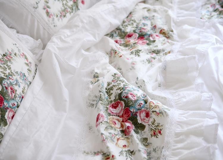 نمط الريفية الصور برعم falbala والدانتيل السرير تنورة مجموعة الفراش زهرة نسيج القطن 100٪ مع الطباعة على رد الفعل الملكة الملك حاف يغطي