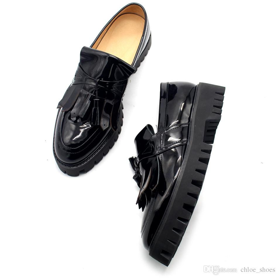Tassel Fringe Preto Mocassins de couro de Patente Homem Sapatos de Plataforma Deslizamento em Barcos Solto Sapato Hombre Zapatillas Tamanho Euro 45 Respirável