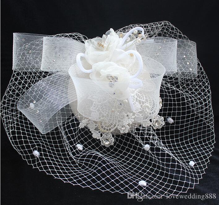 Moda Popular Bege Do Casamento Chapéus De Noiva Para Senhoras Rendas Fascinator Chapéus Headpieces Máscara de Pérolas Flor de Palco Acessórios Do Casamento Do Estágio