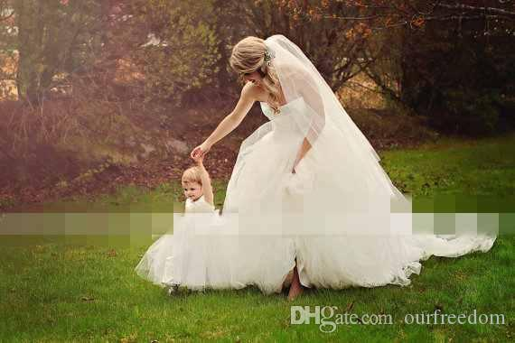 Cute White Back With Bow Flower Girls Dresses 2019 For Garden Wedding Puffy Tulle Spaghetti Strapless First Communion Girls Party Gown