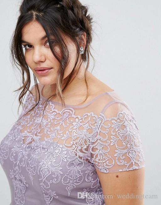 Lavendel Spitze Plus Size Kurze Prom Kleider Mit Kurzen Ärmeln Applikationen Bateau Ausschnitt Abendkleider Eine Linie Tüll Knielangen Abendkleid