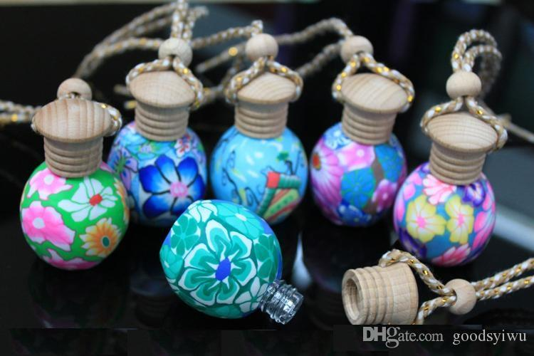 Moda 12 ml arcilla vacía botella de perfume Coche colgar decoración Cerámica Cuelga cuerda aceite esencial Botella de perfume colores / estilos al azar