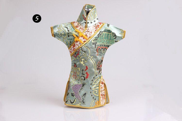 Chinois À La Main Classique Vêtements Style Soie Bouteille De Vin Couverture Nouvel An Banquet Dîner De Noël Décor De Table Cadeau ZA3800