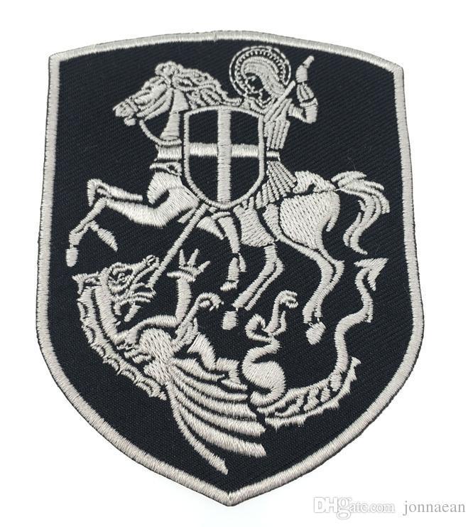 Distintivo ricamato di alta qualità Knight Warrior Shield Georger On Horse Slay Dragon Cross Shield Christian Patch Stemma ricamo argento