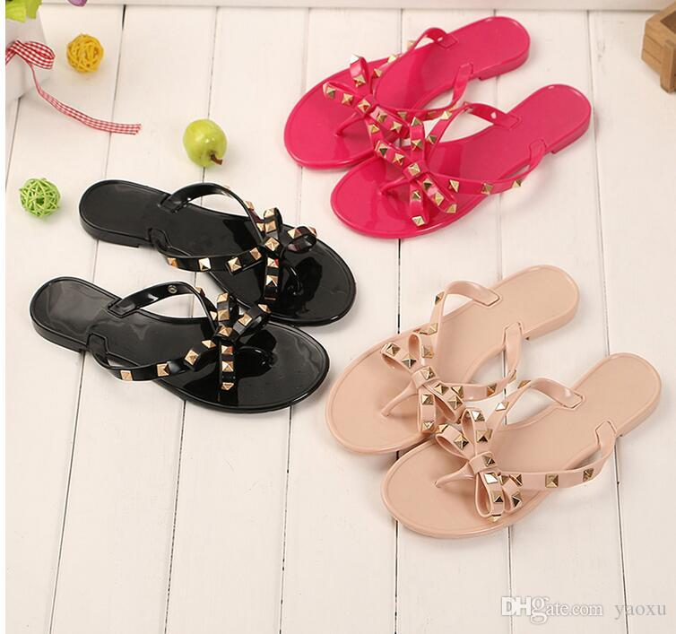 New Summer Femmes Flip Flops Pantoufles Sandales Plat Bow Rivet De Mode Pvc Cristal Plage Chaussures DH52