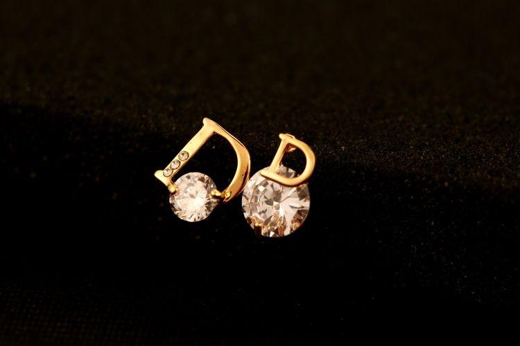 2017 Pendientes de nuevo de la manera asimétrica de la Mujer circón 18K letra del oro joyería de la marca de alta calidad
