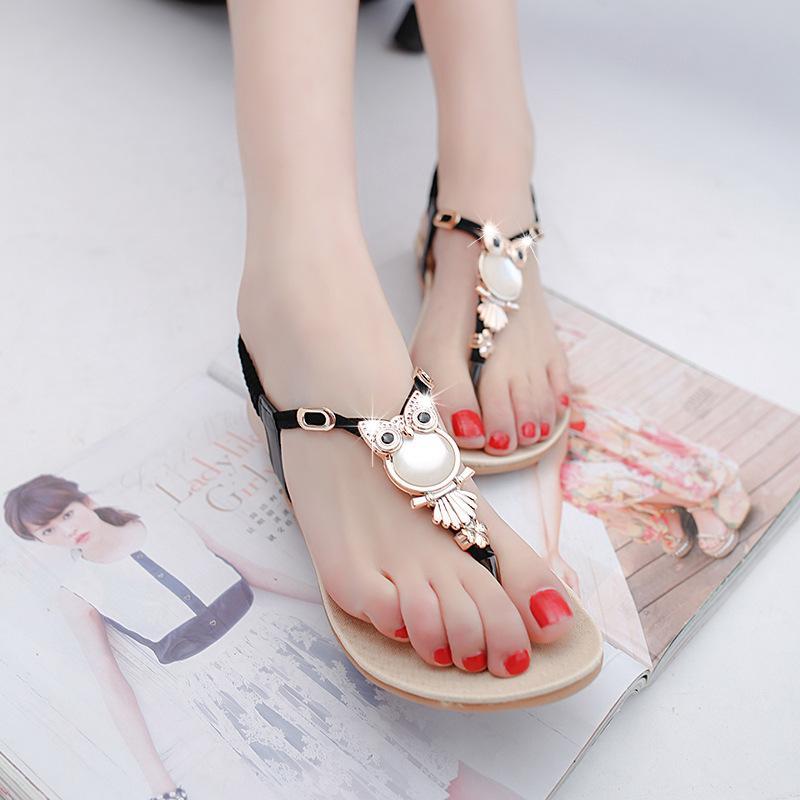 2017 Sommer Frauen Sandalen neuesten Design Fotos flach mit den Studenten der Trend der koreanischen Frauen Sandalen Clip Füße Größe 36-40