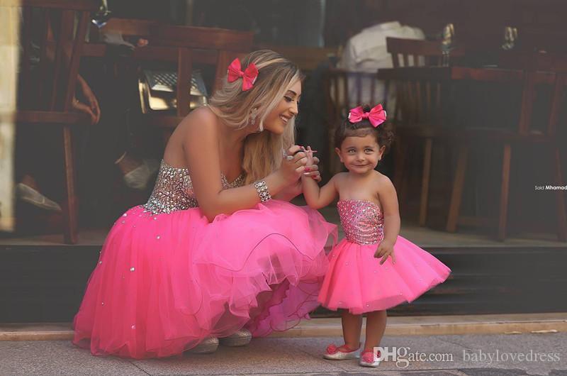 Belle tulle al ginocchio piccole ragazze di fiore abiti 2019 su misura con strass in rilievo corpetto madre e figlia festa pageant abiti