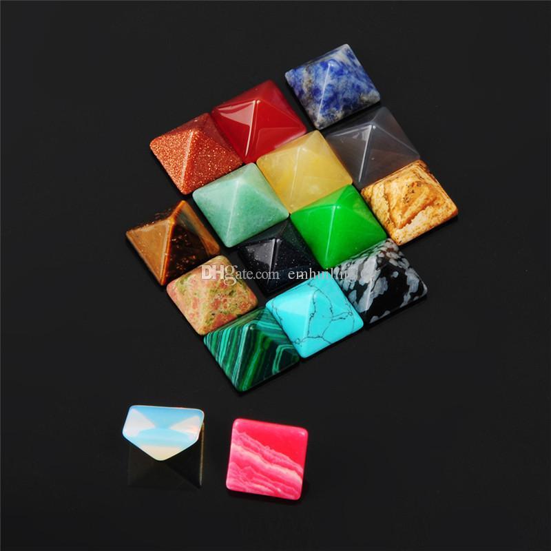 Calde perline fai da te Cabochon Cut Quality Poliesh Buona Multi guarigione di cristallo Pietre di energia 14mm Piramide Specimen Gemme sciolte Collezione di minerali