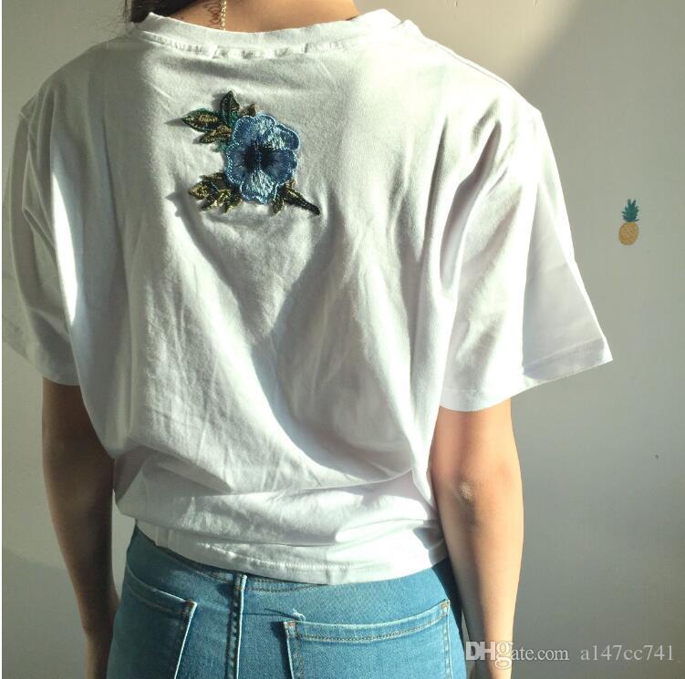 الزى النساء الأزواج ملابس تي شيرت 2017 الصيف قصيرة الأكمام الإناث التطريز روز t-shirt المتناثرة بلايز تي شيرت فام