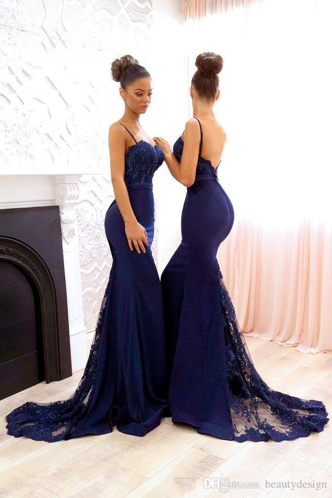 Vestidos de dama de honor de encaje azul marino con cuentas 2018 Correas espaguetis Sirena de satén Vestidos largos para dama de honor Tren de barrido Vestidos de fiesta de bodas formales