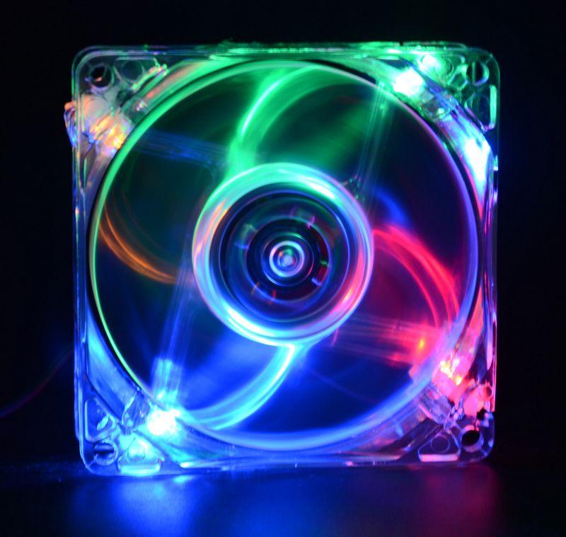 مروحة الكمبيوتر حالة الكمبيوتر مروحة تبريد وحدة 8025 8CM مع أضواء LED مروحة الهيكل 80 * 80 * 25