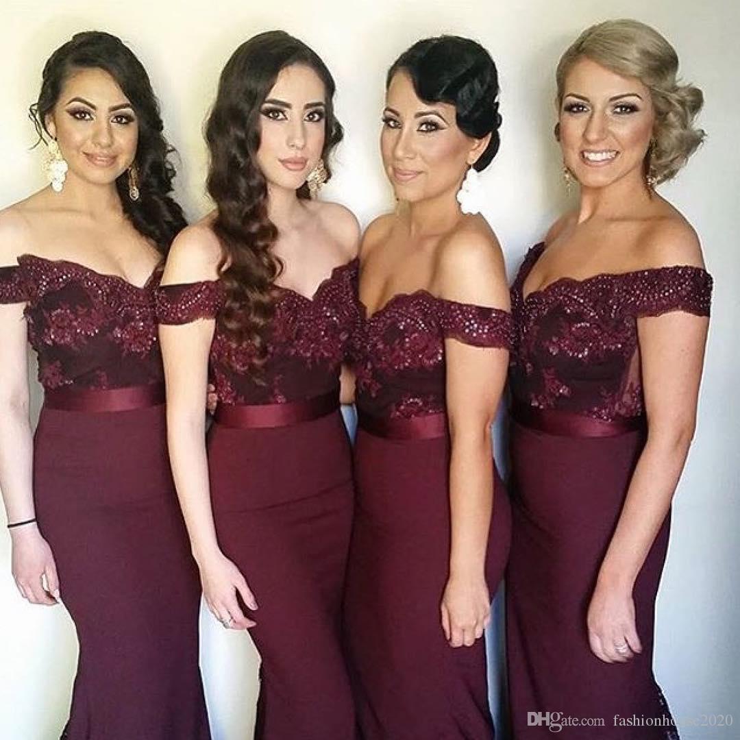 8b67aced2 Compre 2018 Sexy Largo Borgoña Vestido De Dama De Honor Fuera De Los Granos  Del Hombro Apliques De Encaje Sirena País Vestido De Dama De Honor Vestidos  De ...