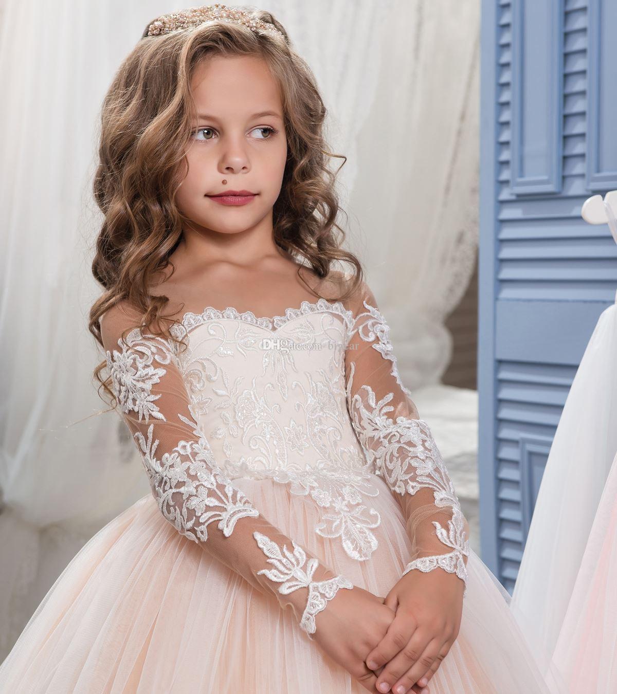 Vestido de niña de flores de tul con encaje y rubor en color marfil con mangas largas