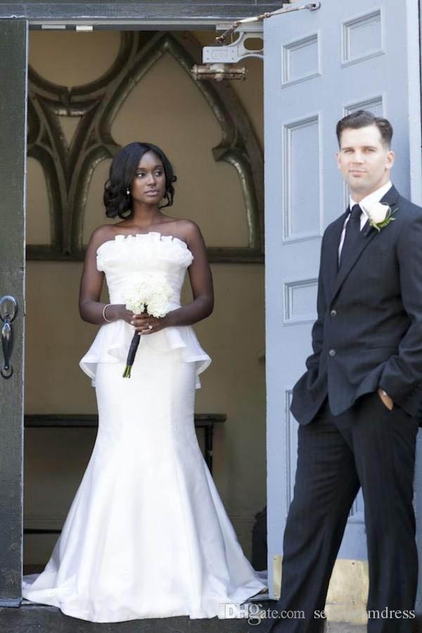 Простые Белые Свадебные Платья 2018 Sexy Без Бретелек Русалка Свадебные Платья Атласные Оборками Баски Спинки Южно-Африканская Дешевые Свадебные Платья