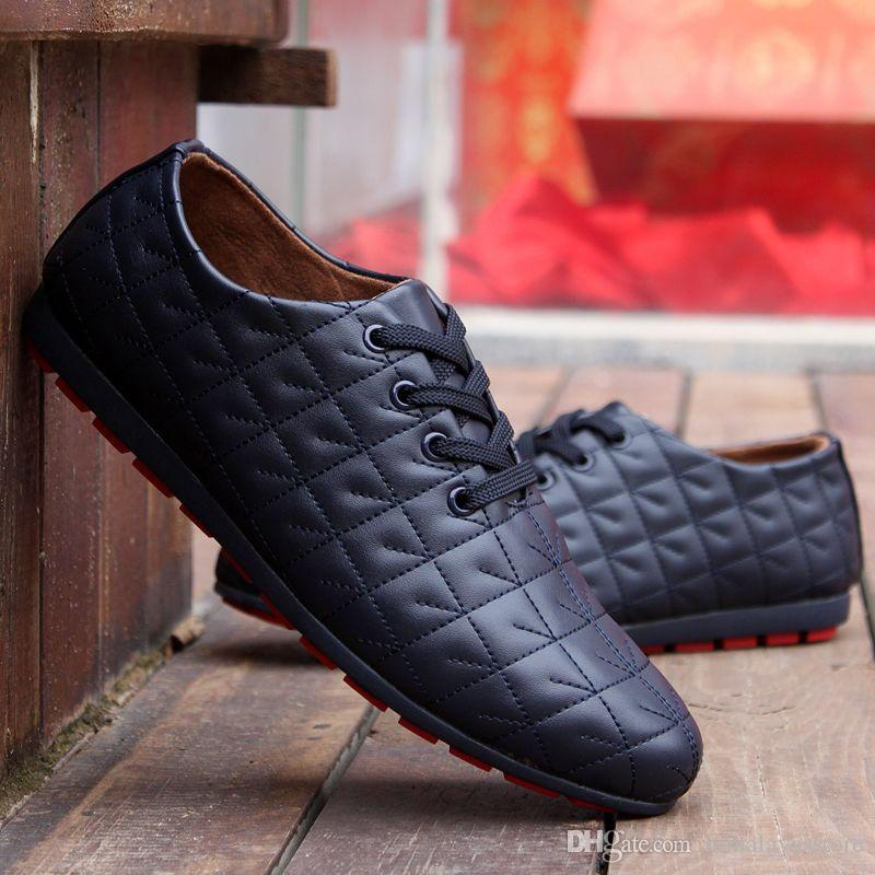 Los zapatos CALIENTES de verano de los hombres Los hombres frescos Ventilan los zapatos ocasionales de los hombres atan para arriba los holgazanes Resbalón en los planos de los hombres de cuero de la PU Envío libre