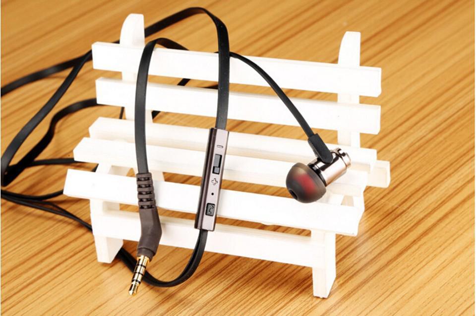 Cosonic W3 Auriculares estéreo Auriculares de 3,5 mm en la oreja Auriculares para bajo pesado Música Manos libres con micrófono Sonido de choque
