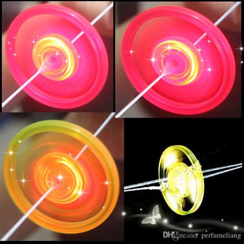 LED Leuchtschwungrad Spielzeug Blinklicht Up Pfeife Fliegende Untertasse Glow Spielzeug für Kinder Party Geburtstag Liefert ZA3719