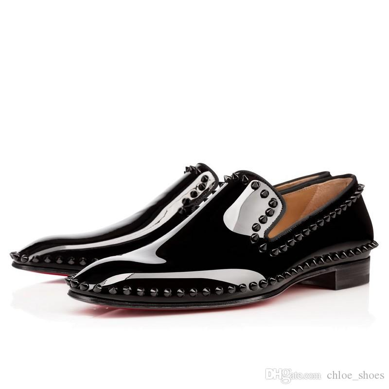 2017 Uomini di design di marca Rivetti Scarpe da sposa Fondo rosso Patent Flats Primavera Estate snello Silhouette Spike con borchie mocassini uomo