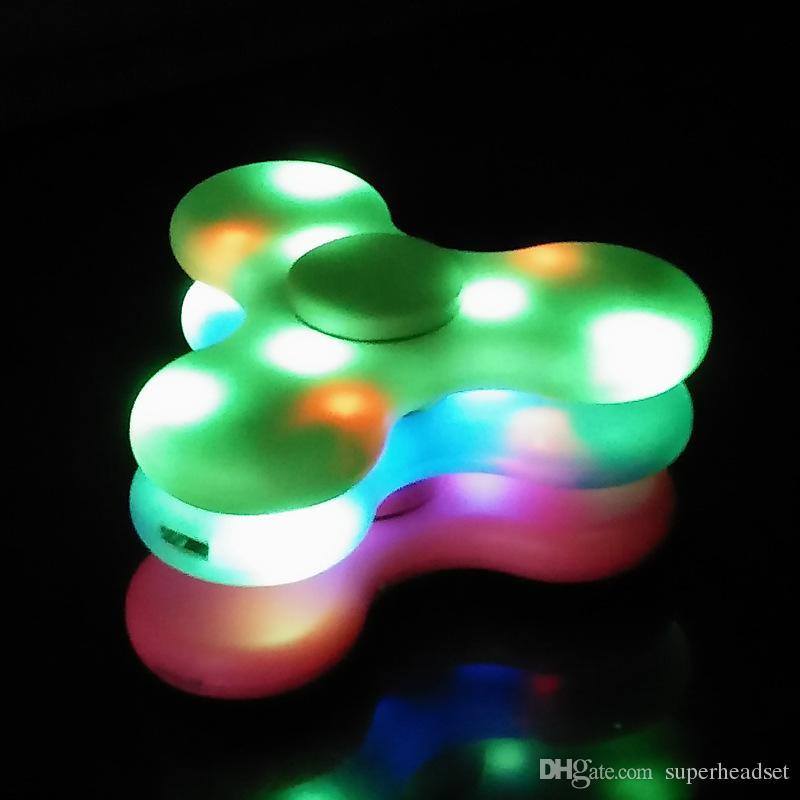Heißer spinner spielzeug + bluetooth lautsprecher spinner led blitzlicht hand spinner triwürfel fluoreszierende kind erwachsene gyroskop finger mit paket