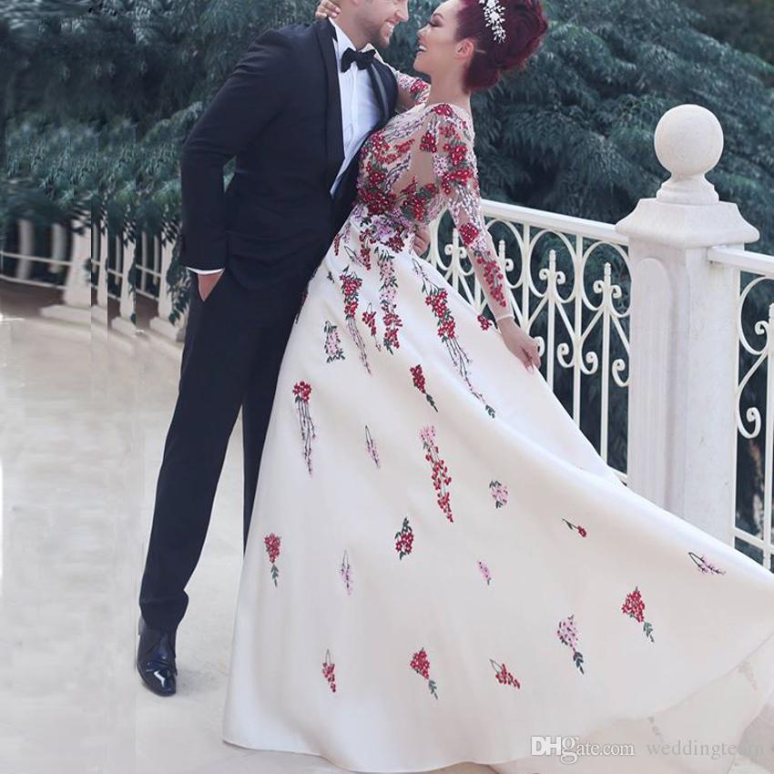 Elegante arabische Blumen Abendkleider Rundhalsausschnitt mit langen Ärmeln Applikationen Satin Abendgarderobe Plus Size Langes Abendkleid