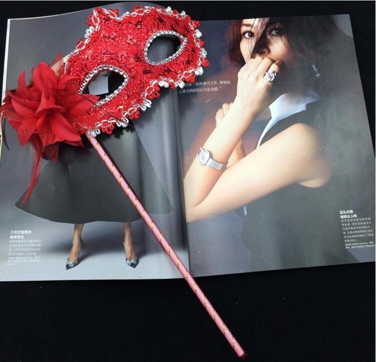 Kadın Moda Yan Çiçek El Masquerade Maskeleri Cadılar Bayramı Partisi Karnaval Yarım Yüz Maskeleri Ile Bir Sopa Kulübü Gösterisi Maskeleri Mix Sipariş ...