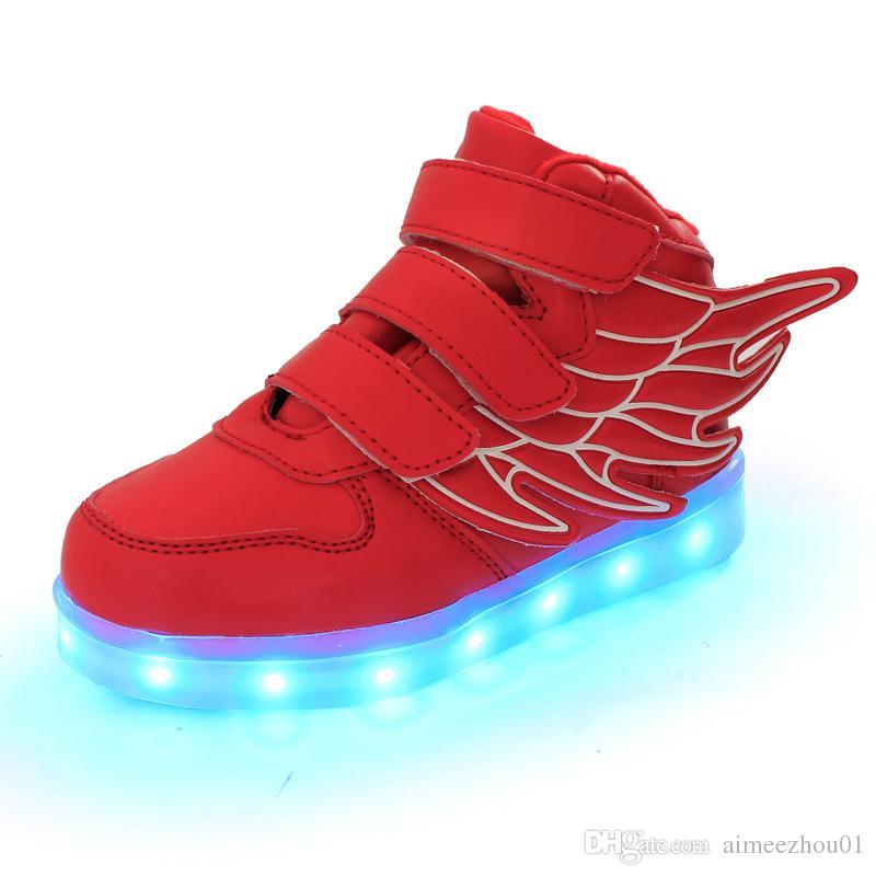a83ea774cbd ... Meninos Sapatilhas Moda Infantil LED Luminosa Asa Sapatos Meninas  Piscando Homens Mulher Sapatos Casuais Atacado De Aimeezhou01