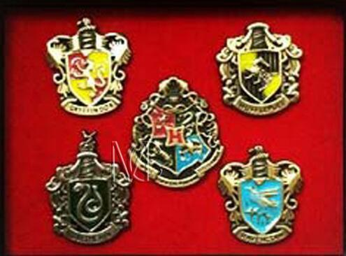 Harry Potter Charms Broche de metal Cosplay Insignias Pasadores Ravenclaw Hogwarts Slytherin Hufflepuff Insignias Pasadores de metal Accesorios DHL gratis