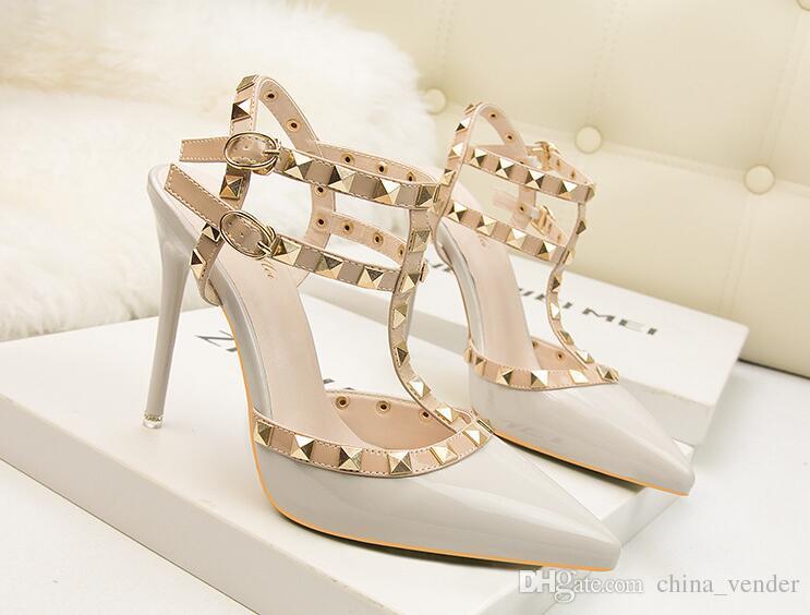 671a33952b692 Acheter Grande Taille 34 39 Chaussures De Mariage En Cuir Rouge Strass En  Dentelle Femmes Nuptiales Talons Hauts Bottom Flower Pearl Shoes Women  Pumps De ...