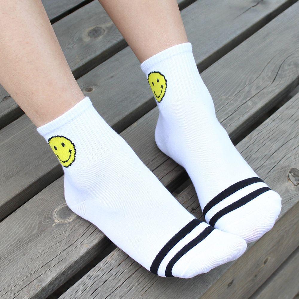 64eb54246dc 2019 Fashion Korean Emoji Smiling Face Sock Skate Art Long Cotton Socks  Ladies Women Socks  From Efanprinting