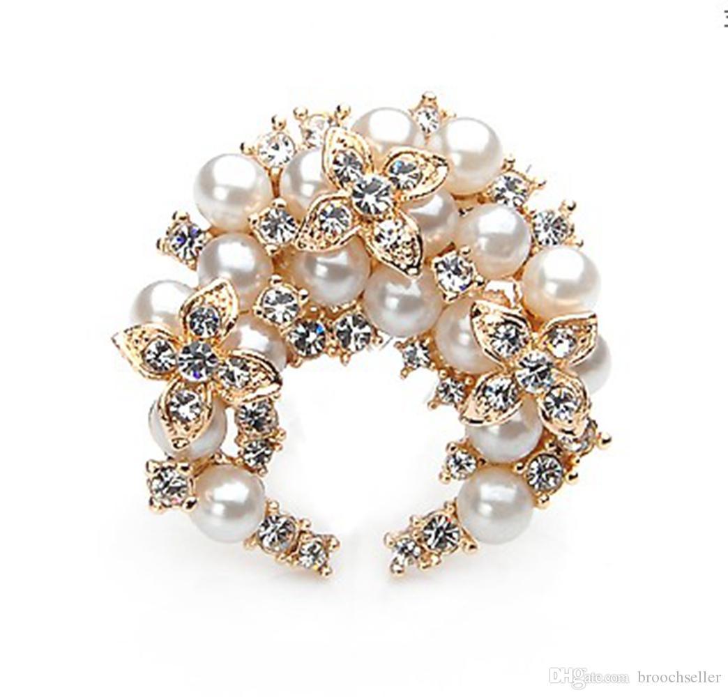 Perla de marfil chapado en oro de 2 pulgadas y broche de broche de corona de cristal de diamante de imitación transparente