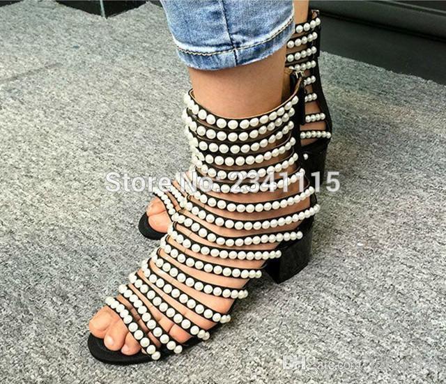 Sandalias de diseñador de lujo Mujeres de tacón alto recortar zapatos de punta abierta de verano Botines de Flashion perlas Sandalias de Gladiador con tachuelas