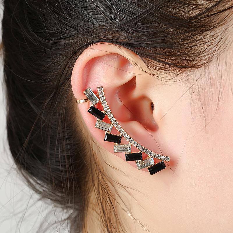 Compre XS Glitter Ear Cuff Luxo Preto Strass Partido Quadrado Orelha Clips  Declaração Clipe Em Brincos Para Mulheres Meninas Elegante Bijuteria De ... 0727ff7fac